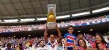 Fortaleza ergue a taça da Série B 2018